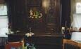Голубые озера усадьба Трабутишки, большой дом, гостиная комната, дубовый буфет.