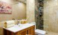 Домики, беседки, баня с бассейном, VIP отдых Усадьба у Антила , Домик на 3 человека ДУШевая комната