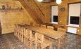 Агроусадьба «Журавинка», В гостиной стол 4,5 метра в длину.