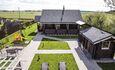 Усадьба Домик в пуще Дом №1 Вид с балкона на дворик и баню.