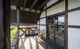 Усадебный комплекс «Бавария», Большие балконы. В коттедже их два.