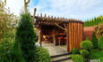 Отдельные домики от 2 до 10 человек, камин,  беседки, бассейн, баня.
