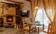 Домики под Минском камин баня бассейн квадроциклы , Семейное бунгало  обеденный стол