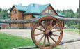 Большой гостевой дом усадьбы позволяет размещать на ночлег до 25 гостей.