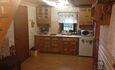 холодильник, микроволновка, чайник, плита, телевизор, посуда