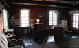 Дом у пруда. Большой зал с барной стойкой на первом этаже