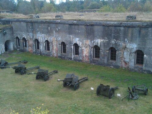 V форт и Брестская крепость