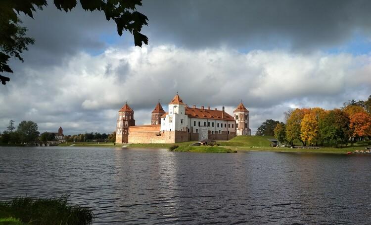 Обзорная экскурсия по Миру и Мирскому замку