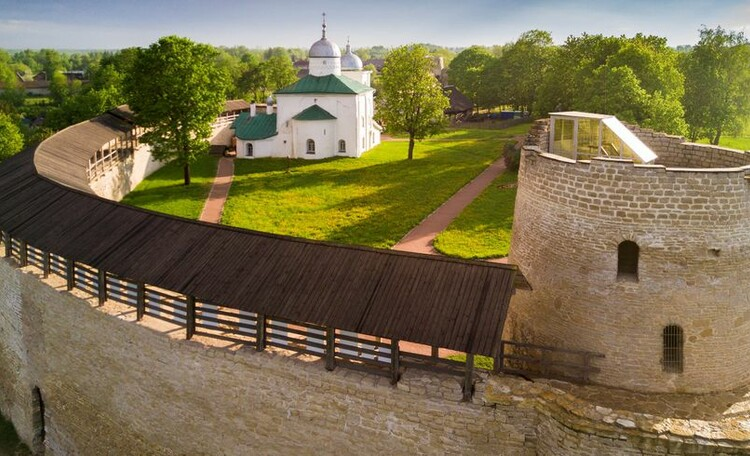 Знаменитые пригороды Пскова