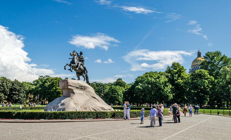 Парадные площади Петербурга