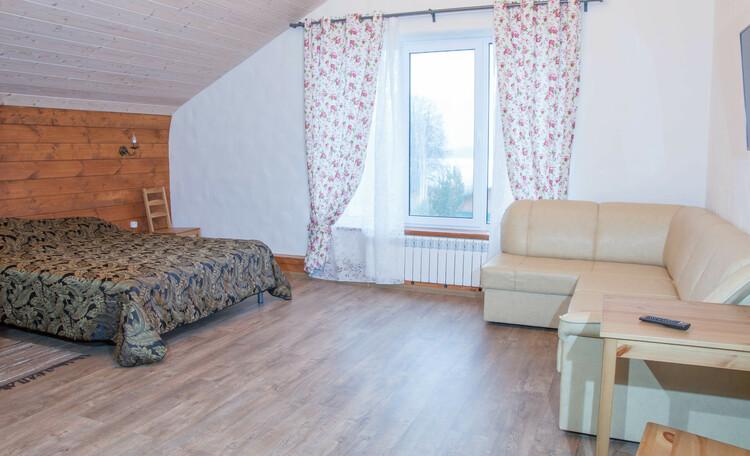Агроусадьба «На просторе», Уютная мангальная зона с лежаками для отдыха