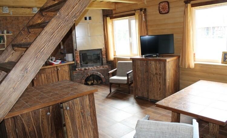 Гостиная-кухня в доме Уют