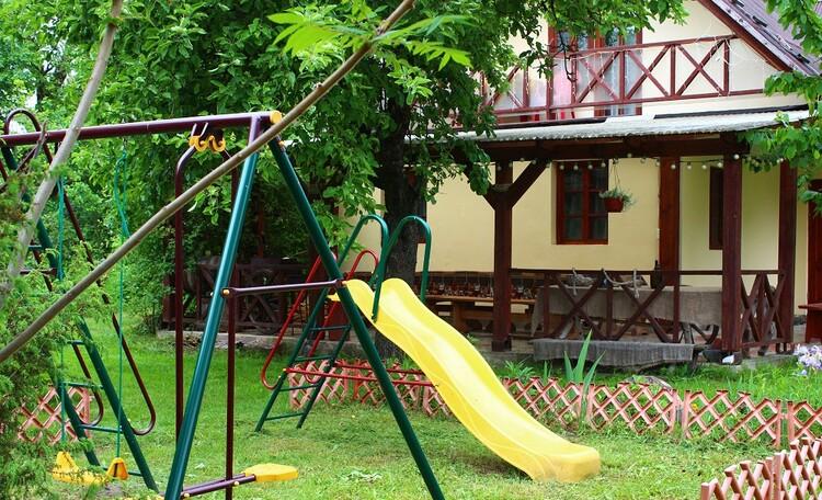 Олизаров Став, Детская площадка