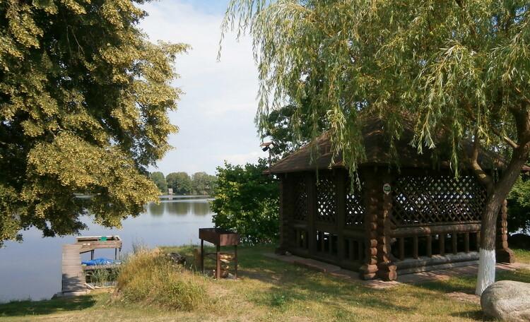 Беседка на берегу осиповичского водохранилища