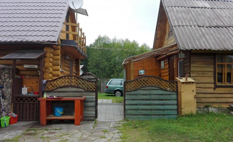 Усадьба «Богино», Два домика отделены от общей зоны.