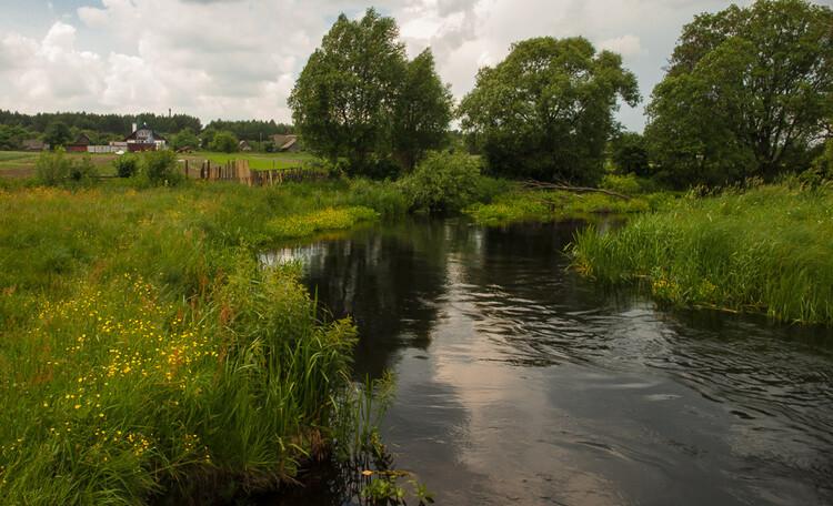 Усадьба «Беловежское поместье», река Лесная. Вид на усадьбу