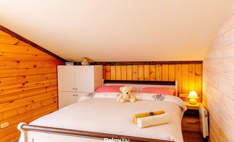 Домики под Минском с камином бассейн баня  квадроциклы игровые площадки  , Дом на 10 человек спальня 3