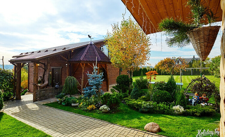Отдельные домики от 2 до 10 человек, бассейн, баня, квадроциклы, игровые площадки, рыбалка.