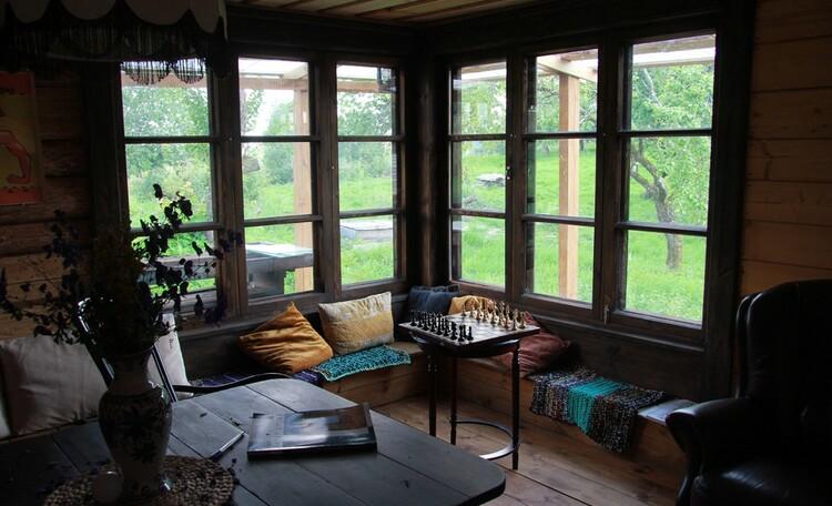 Агроусадьба «Арт-деревня Каптаруны», Дом с китайской беседкой. Окна в яблоневый сад