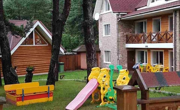 База отдыха «Васпан» до апреля скидки 10-20%, Детская площадка всегда ждёт своих маленьких постояльцев