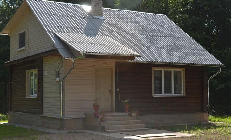 Церковно-приходской домик у озера