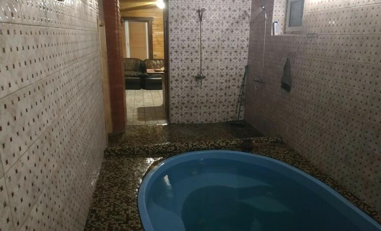 Коттедж «Белый домик у пруда» с аква-зоной