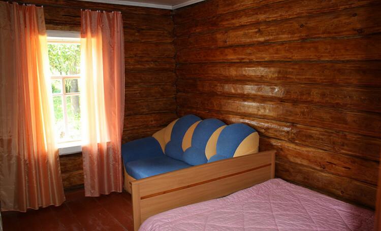 Усадьба «Востриковка». Дом №1. Комната с двумя диванами
