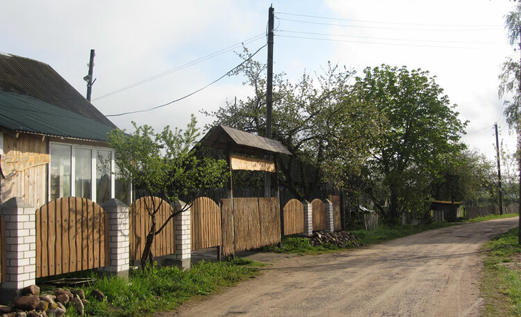 Усадьба «Востриковка». Дорога мимо в лес