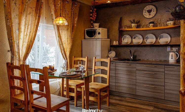 Домики под Минском камин баня бассейн квадроциклы , Домик на 3 человека стол  КУХНЯ