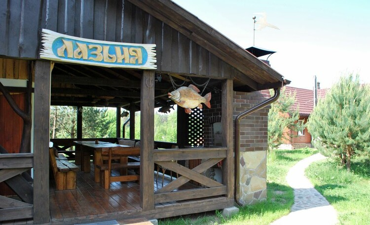 Усадьба «Тры Бабры», Веранда в бане на 20 человек.