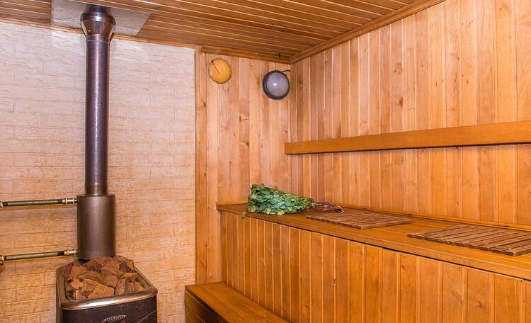 Домик охотника «Борисовский», парилка рассчитанная на одновременное присутствие 6 человек
