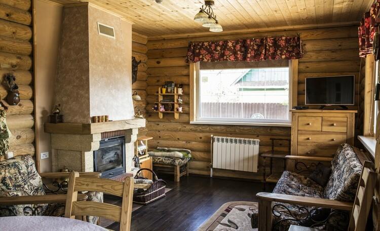 Усадьба Домик в пуще Дом №1 Гостиная с камином.