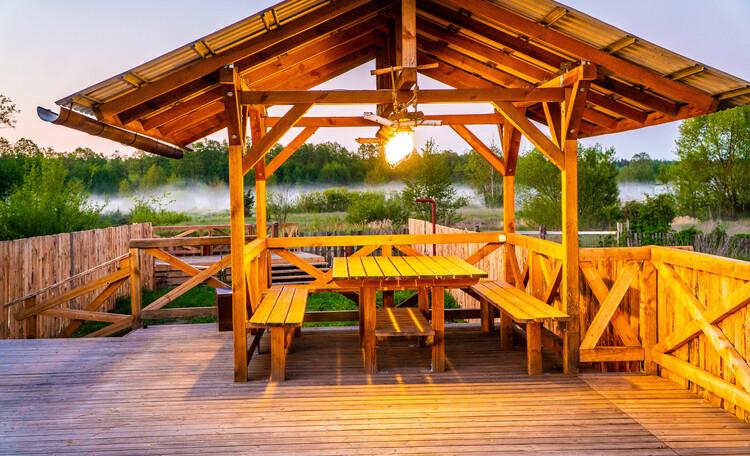Усадьба «Беловежское поместье», аренда беседки с видом на реку и заповедную зону