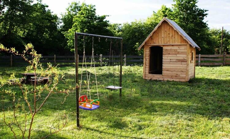"""Усадьба """"Солнечный домик""""  в Беловежской пуще, Детский домик с мебелью"""