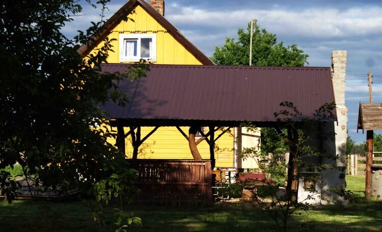 """Усадьба """"Солнечный домик""""  в Беловежской пуще, Уютная беседка сразу у дома с электричество и водой."""