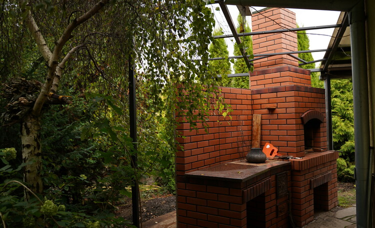 печь-мангал возле бани