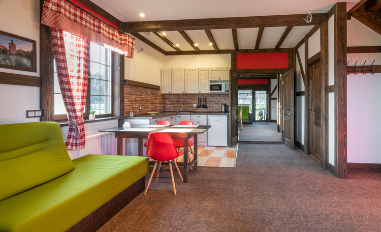 Дома в двух вариантах: апартаменты 80м2 на 6-8чел. Либо 160м2 на 12-14чел. Спальни на второй этаже.