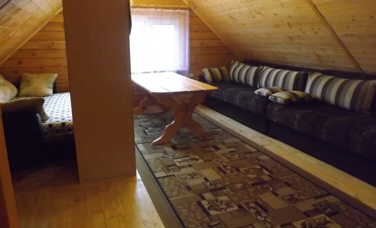 общая комната на втором этаже бани