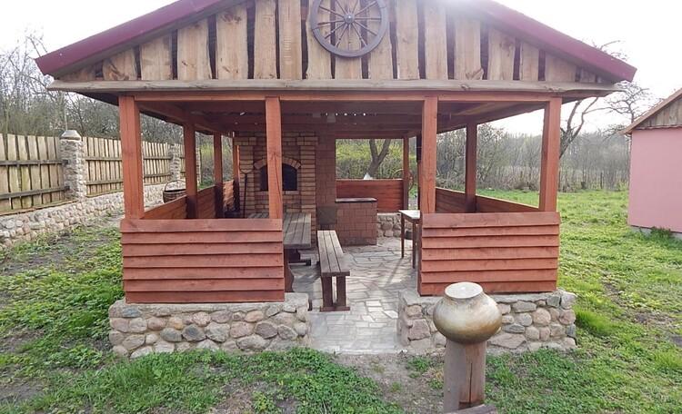 Агроусадьба «Дорогобушка», Беседка с мангалом и плитой