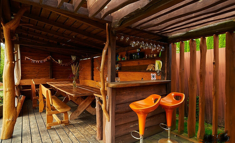 Домики для двоих с бассейном и баней, Семейный домик, Дом до 10 человек, , Беседка у пруда с лаунж-зонай