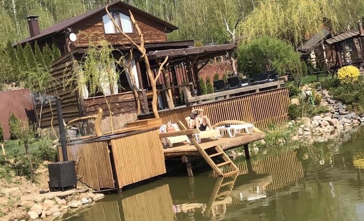 Домик для двоих с камином баней и бассейном, Дом до 10 человек, Семейное бунгало , Беседка у пруда с лажу-зонай