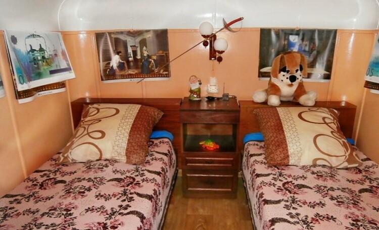 Усадьба под Минском «Клевое местечко». Баня, пляж на берегу Осиповичского водохранилища, Интерьер гостевого дома с тремя комнатами