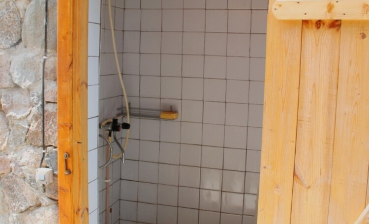 """Агроусадьба """"Хуторок у озера"""". , Рядом с баней, в отдельном строиении душ( обогрев бойлером (100 л)).)"""