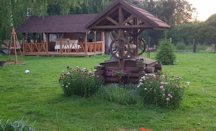 Агроусадьба «У лешего», Беседка с барбекю на территории усадьбы