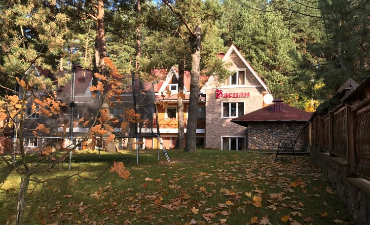 База отдыха «Васпан», осень добавляет красок Васпану