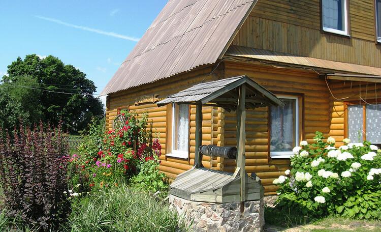 Усадьба «Богино», Вокруг дома много цветов.