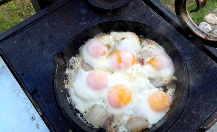 """Farmhouse """"Belorussian Baikal"""", Простое и вкуснейшее блюдо , которое гости усадьбы могут самостоятельно приготовить на плите на дровах!"""
