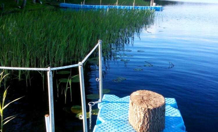 "Farmhouse ""Hutorok u ozera"" (""The farm by the lake"") , Новые пластиковые мостки для удобства нашим гостям."