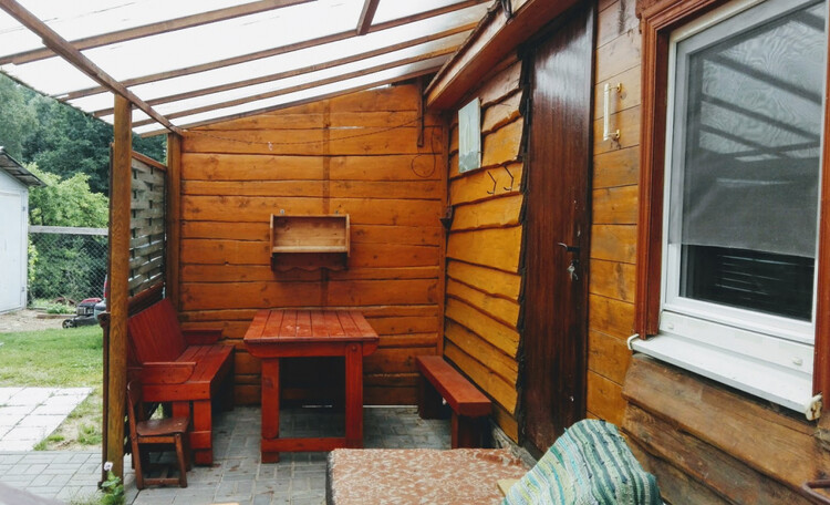 Усадьба «Богино», Обеденная зона возле одноэтажного домика