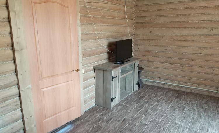Струсто, телевизор в номере люкс